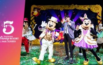 Disney-ambassadeurs vieren de 5e verjaardag van het Shanghai Disney Resort met een 'Magical Surprise'
