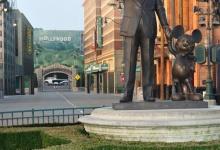 Het Partners standbeeld in het Walt Disney Studios Park