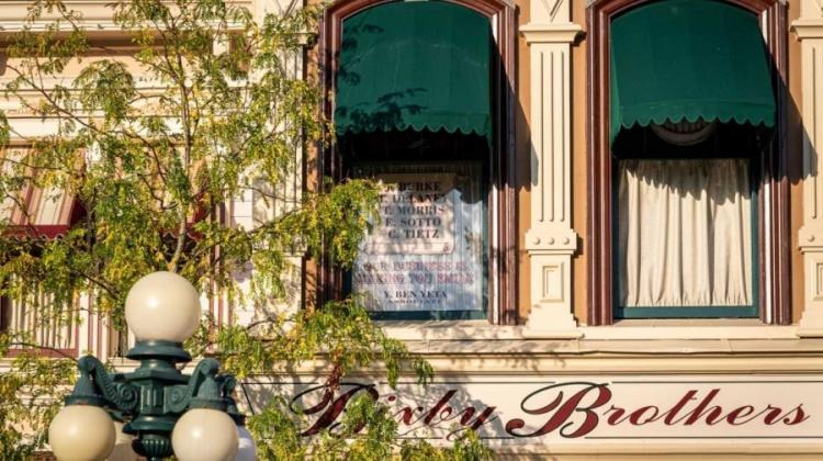 Disneyland Parijs eert Yves Ben Yeta in Main Street U.S.A.